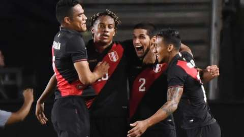 Peru celebrate late goal against Brazil