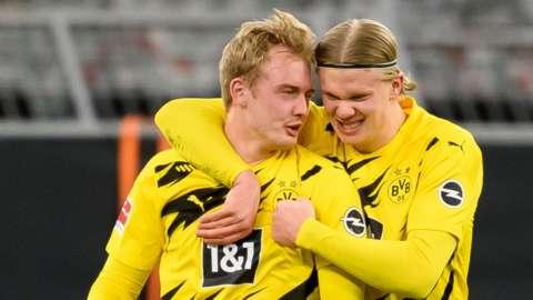 Julian Brandt celebrates with Erling Braut Haaland