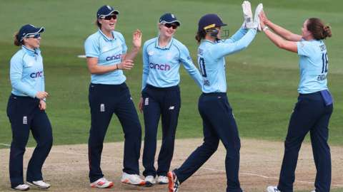 England celebrating a wicket against New Zealand