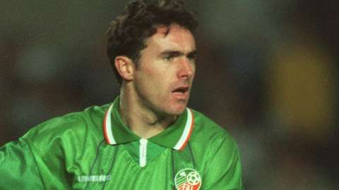 Alan McLoughlin playing for the Republic in 1994