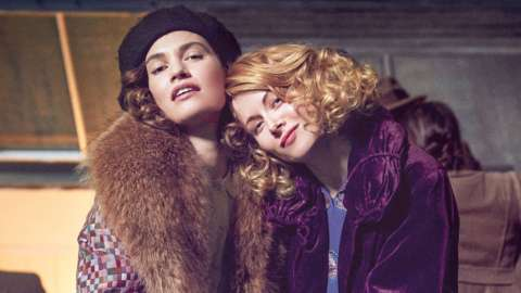 Linda (LILY JAMES), Fanny (EMILY BEECHAM) in The Pursuit of Love