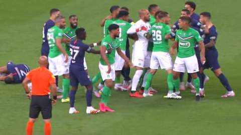 A melee breaks out in the French Cup final