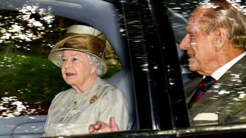 Queen and Prince Philip driven to Crathie Kirk