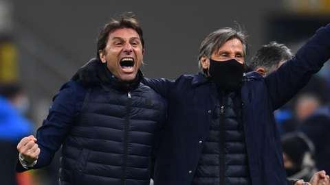 Antonio Conte (left) celebrates