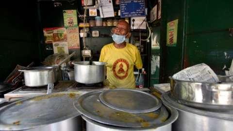 Kanta Prasad, 80, at his food stall Baba Ka Dhaba, in Malviya Nagar, on June 5, 2021 in New Delhi.