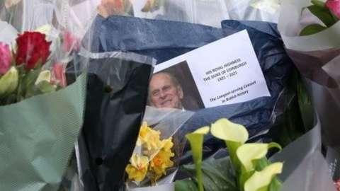 Floral tributes outside Buckingham Palace