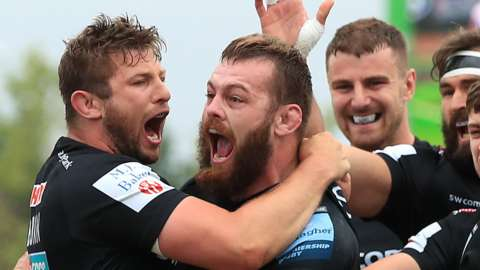 Lue Cowan-Dickie celebrates a try