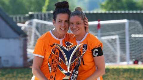 Leanne Crichton and Leanne Ross with the SWPL trophy
