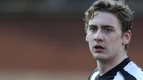 Elliott Hewitt in action for Grimsby Town