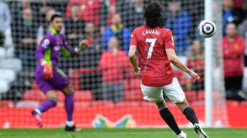Edinson Cavani scores versus Fulham