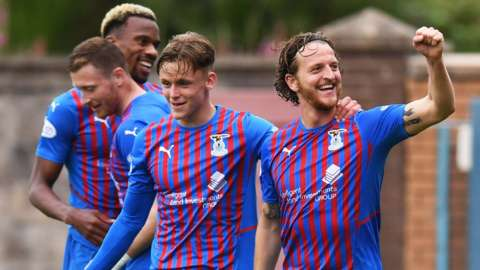 Tom Walsh scores for Inverness.
