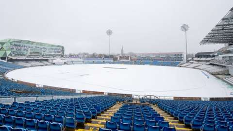 It snowed for 90 minutes in Leeds to leave Headingley under a wintry white blanket