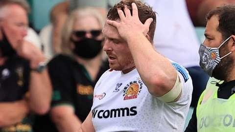 Sam Simmonds comes off