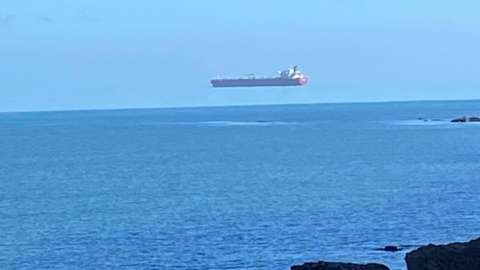 Hovering ship