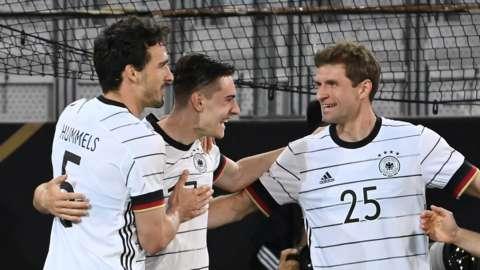 Florian Neuhaus of Germany celebrates with Mats Hummels and Thomas Muller