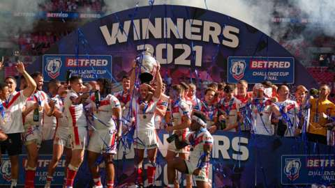 """St Helens"""" James Roby (centre) holds the trophy as team-mates celebrate after the Betfred Challenge Cup final match"""