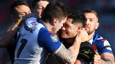 Great Britain's John Bateman squares up to New Zealand's Roger Tuivasa-Sheck