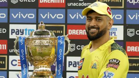 CSK captain MS Dhoni smiles as he holds up the 2021 IPL trophy