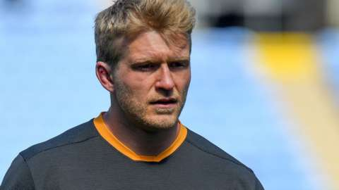 Ben Morris warms up for Wasps