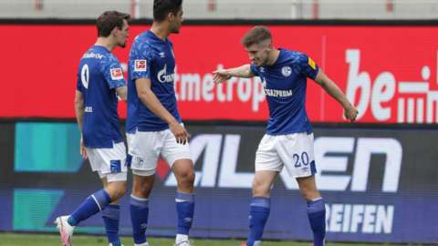Jonjoe Kenny celebrates scoring for Schalke