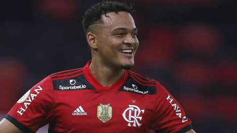 Rodrigo Muniz celebrates a goal for Flamengo
