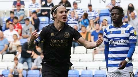 Stefan Johansen celebrates goal