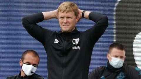 Eddie Howe holds head at Everton