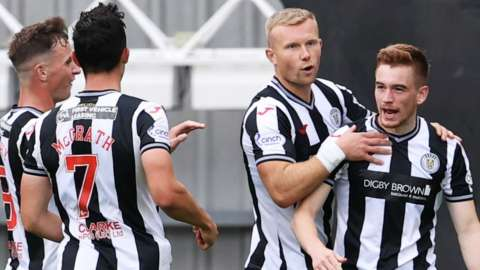 St Mirren's Connor Ronan celebrates his second goal during a cinch Premiership match between St Mirren and Aberdeen