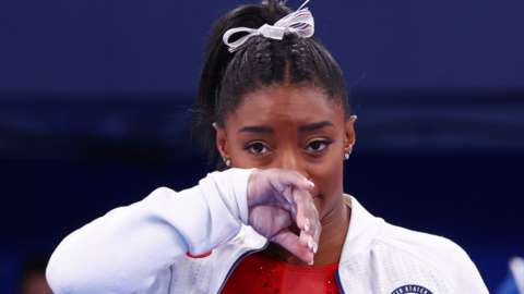 Simone Biles rubs her face during the women's team final at Tokyo 2020