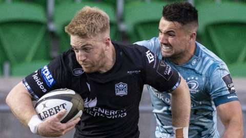 Kyle Steyn scores a try for Glasgow Warriors against Leinster