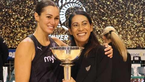 Ameliaranne Ekenasio and Noeline Taurua
