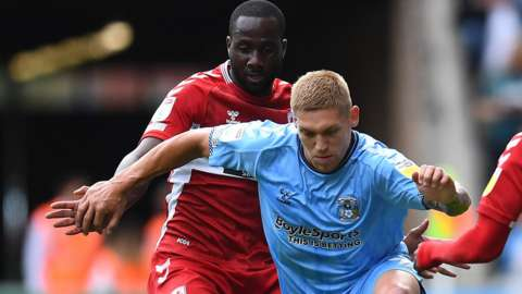 Martyn Waghorn of Coventry City beats Sol Bamba and Isaiah Jones of Middlesbrough