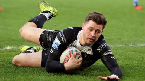 Jamie Shaul scores a try for Hull FC