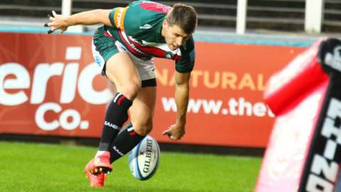 Richard Wigglesworth scores a try for Leicester