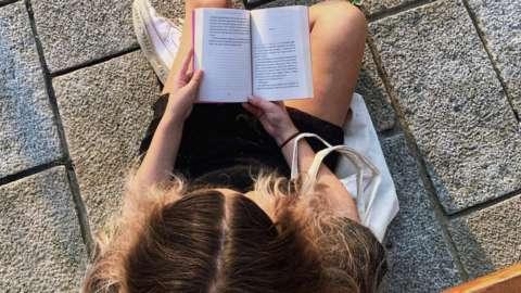 Zoe Giles reading