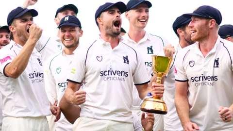 Warwickshire win County Championship