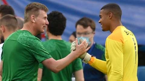 Republic boss Stephen Kenny and goalkeeper Gavin Bazunu