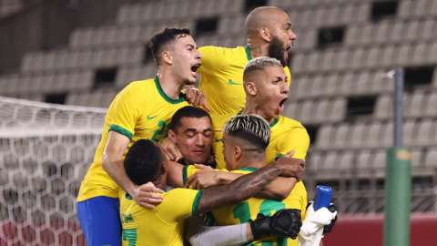 Brazil celebrate beating Mexico on penalties