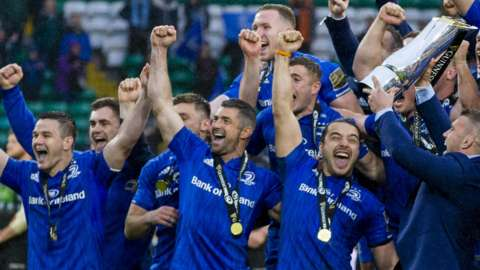 Leinster celebrate with the Pro14 trophy
