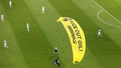 Parachute protestor