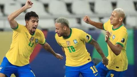 (l to r) Lucas Paqueta of Brazil celebrates with team-mates Neymar and Richarlison