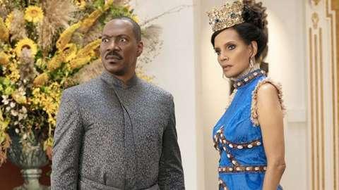 Akeem (Eddie Murphy) with his beloved Lisa (Shari Headley) in Coming 2 America.