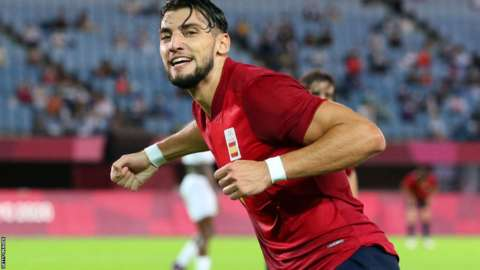 Rafa Mir playing for Spain at Tokyo 2020