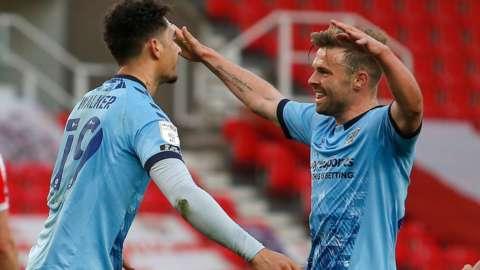 Coventry City celebrate Tyler Walker's goal against Stoke City