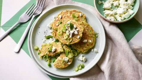 Pea fritters with spring onion