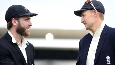 Kane Williamson (left) and Joe Root (right)