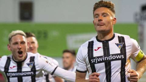 Dunfermline Athletic's Euan Murray celebrates