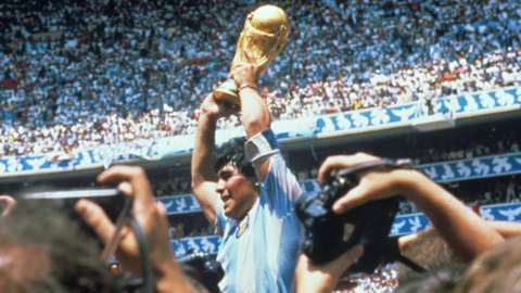 Maradona holding the 1986 Fifa World Cup trophy