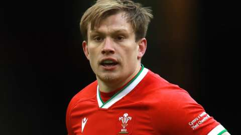 Nick Tompkins in action for Wales