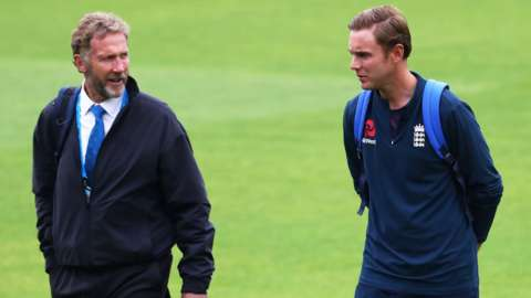 Chris Broad (left) and Stuart Broad (right)